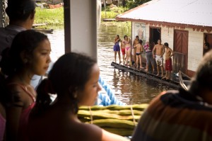 Navigare sul Rio delle Amazzoni