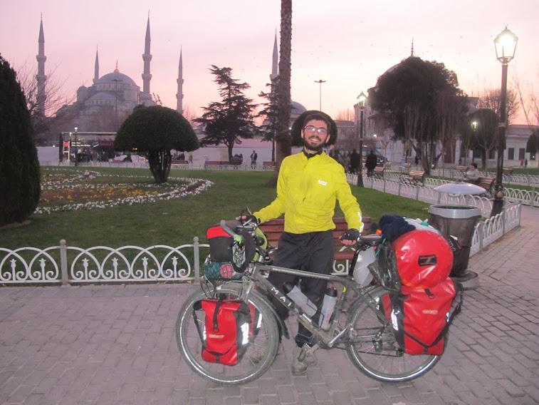 Francesco Alaimo, da solo in bicicletta verso EST