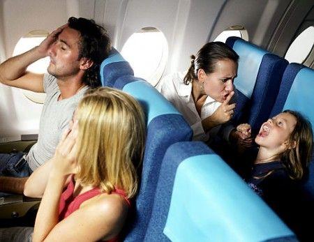Bambini-fastidiosi-in-aereo