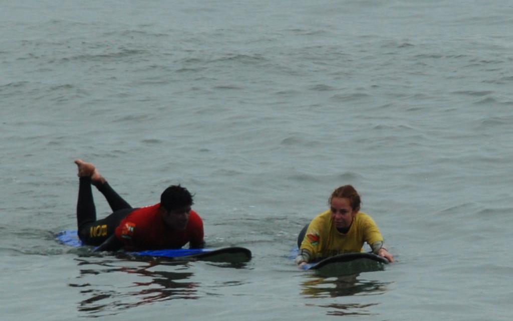 Mentre cerco di fare surf a Lima