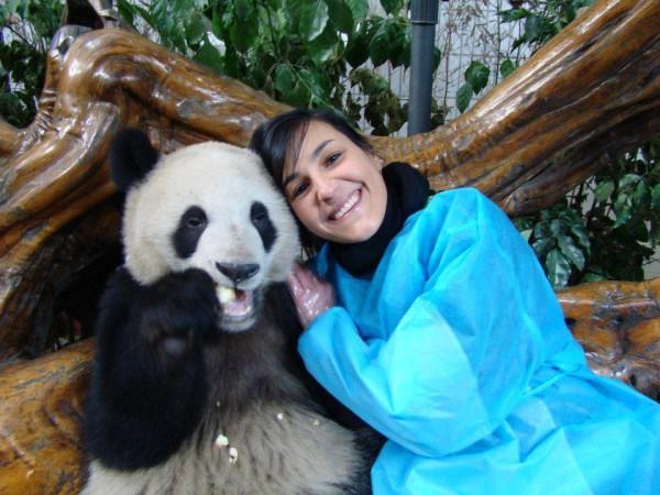 Antonella in Cina con un Panda