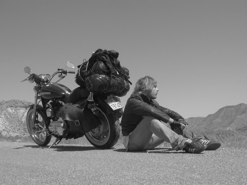 viaggiare da soli in moto