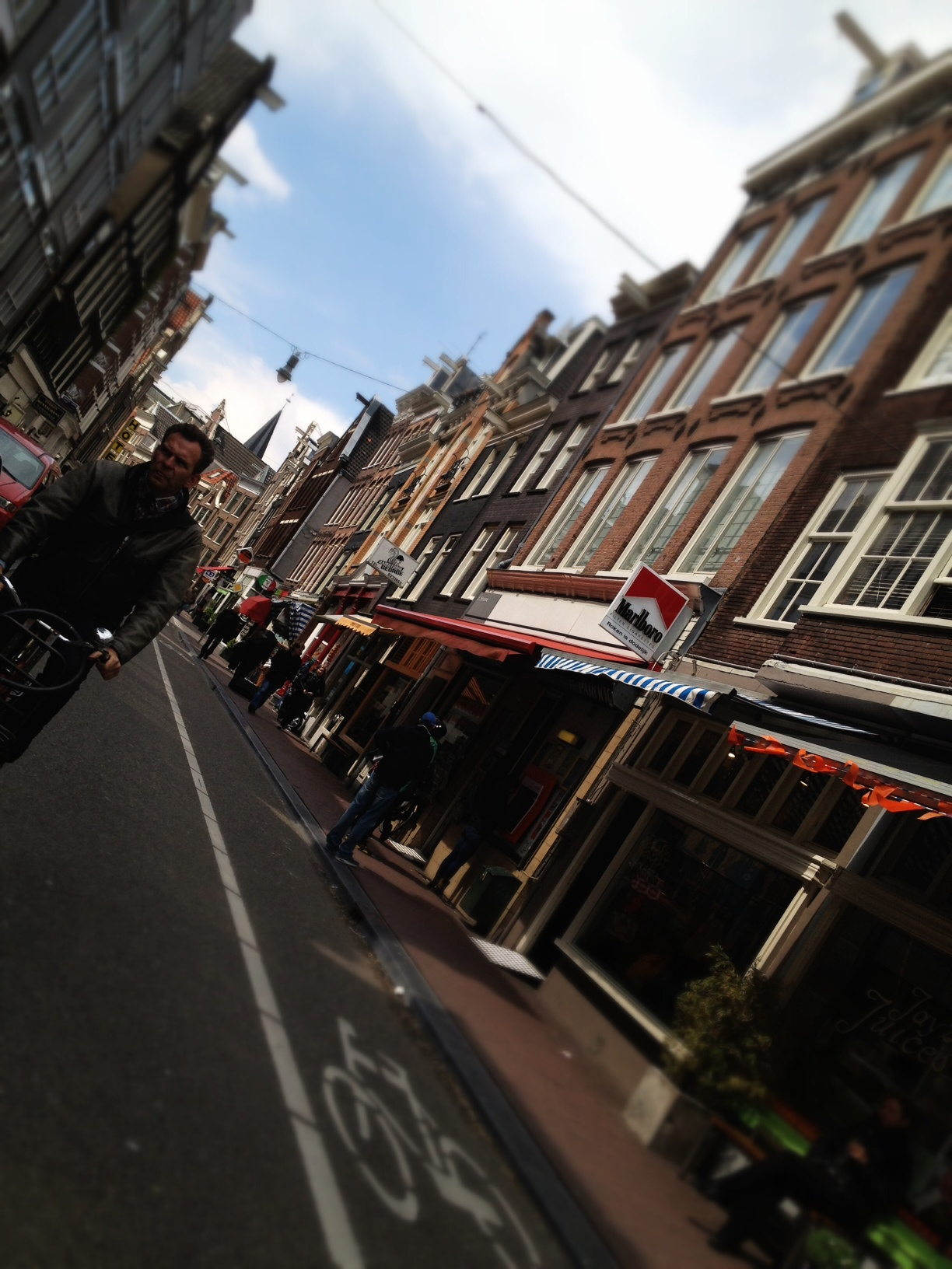 Amsterdam dal portapacchi di una bici