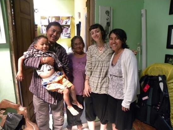 Valentina con una famiglia Javanese