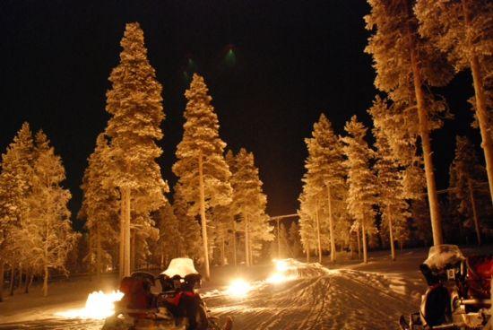 motoslitta_notte_Finlandia_Lapland_Safaris