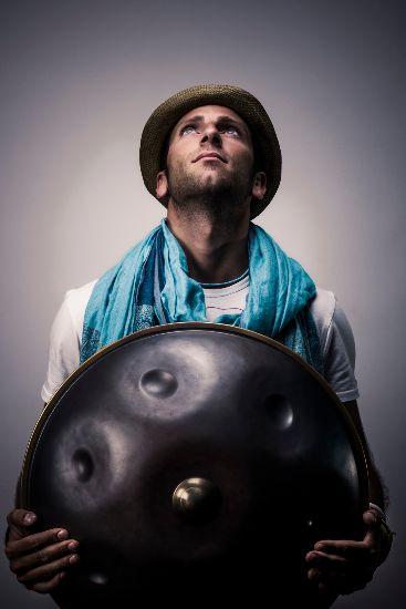 Marco Selvaggio, suonare l'hang in giro per il mondo