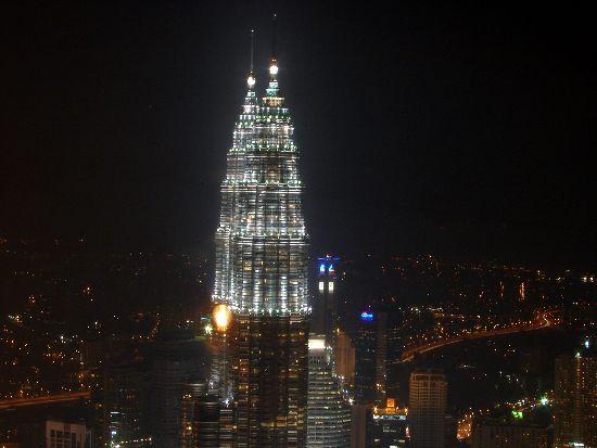 Viaggiare da soli a Kuala Lumpur e perdersi senza meta.
