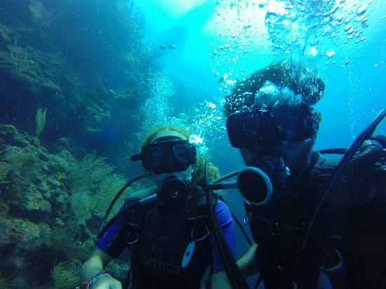 immersioni nel blue hole Belize