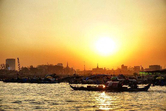tramonto a phnom penh