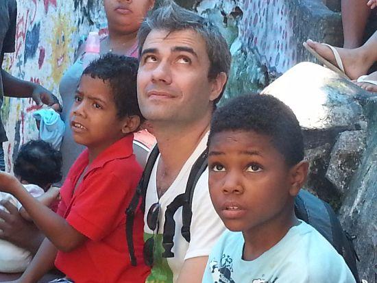 2013-12-20 visita RAI in rocinha - patty (9)