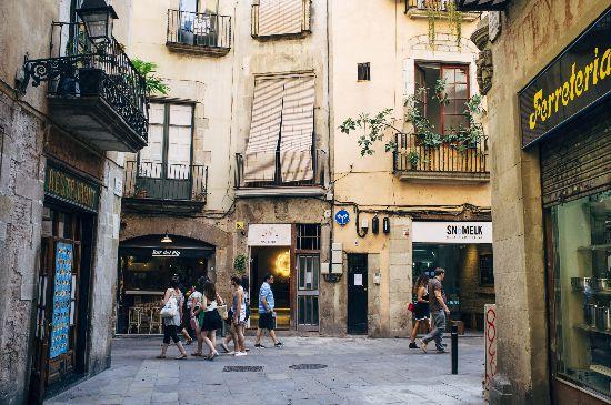 Un itinerario notturno per viaggiatori solitari a Barcellona