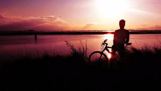 Pedalare per eliminare il superfluo: il viaggio in bicicletta di #bikeinprogress