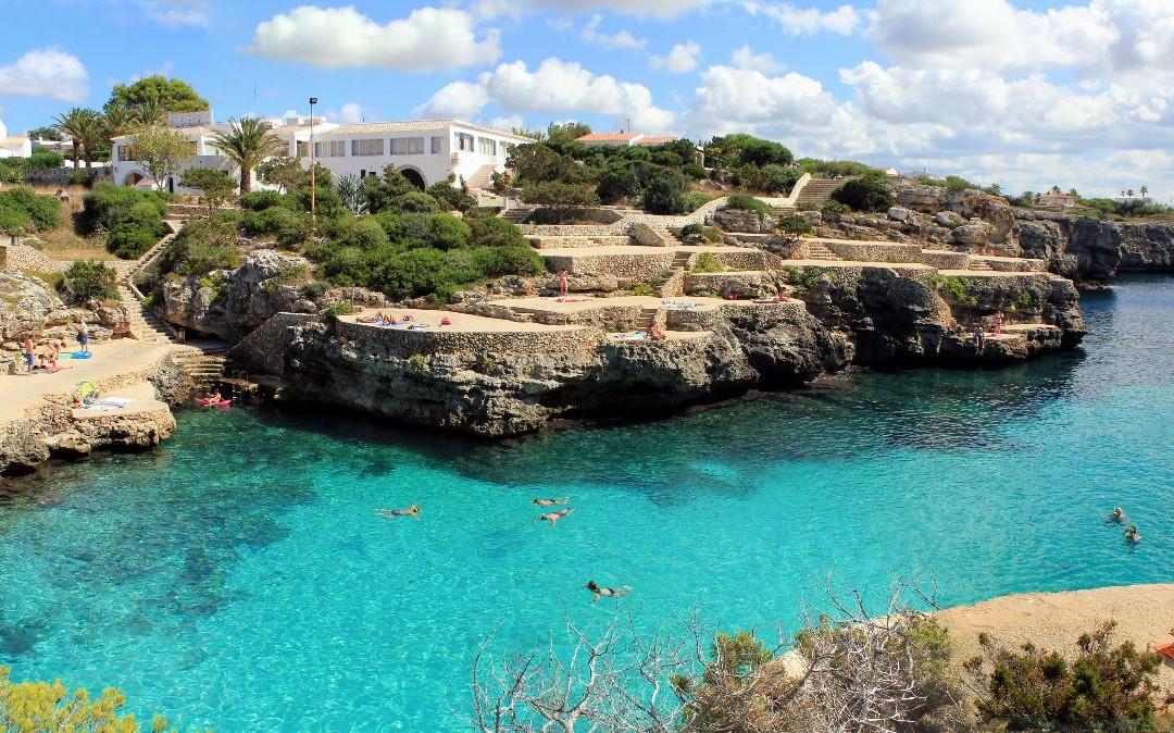 Alessandro Castagna dall'amore per l'isola Minorca un portle per scoprirla