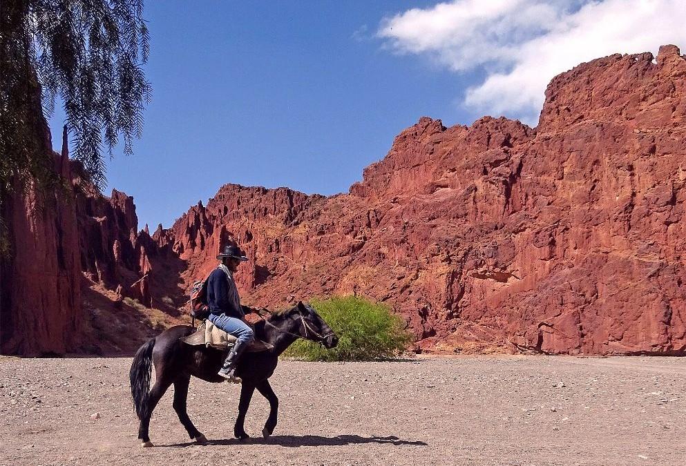 Andare a cavallo in Bolivia: Tupiza un deserto da film