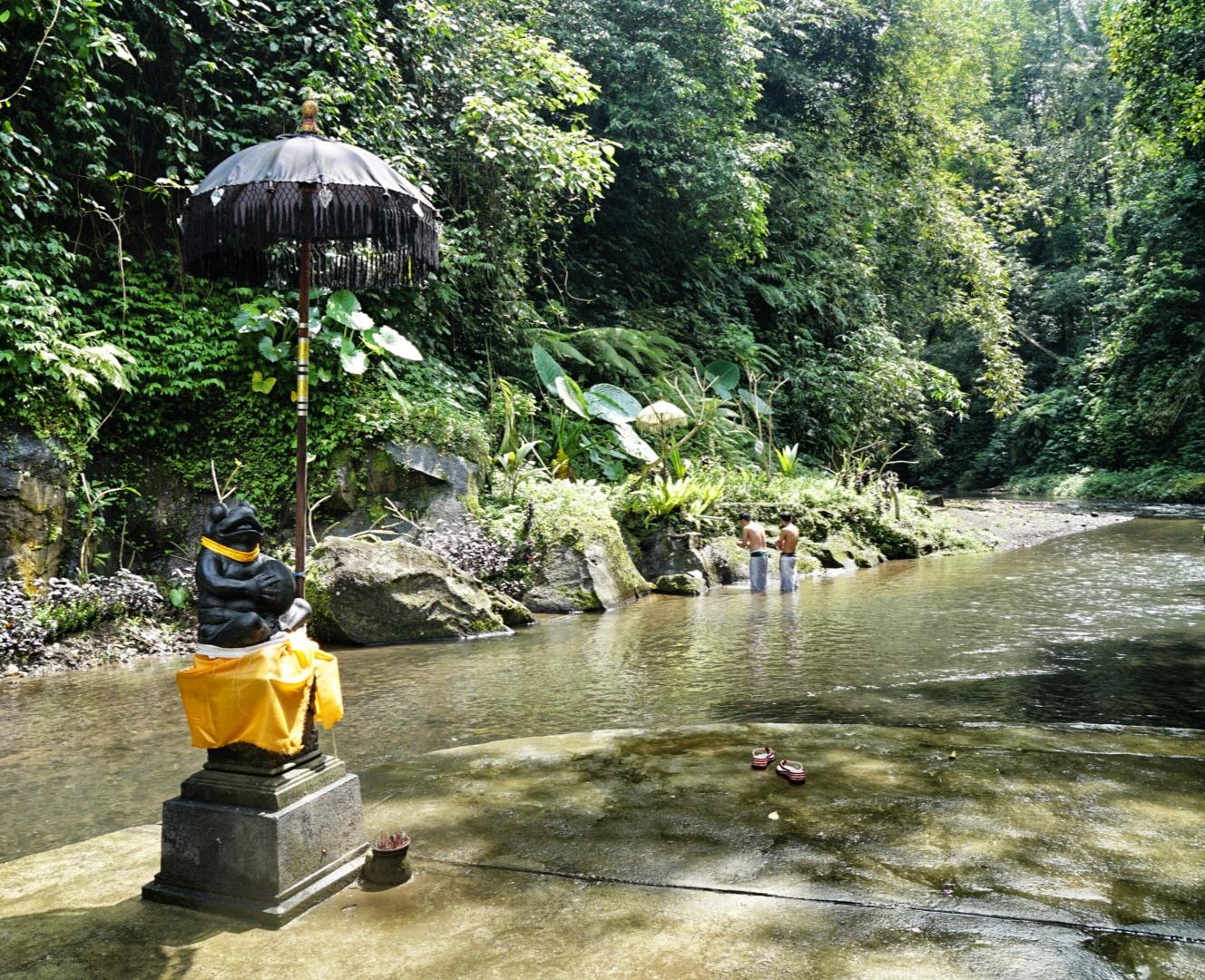 Melukat Bali