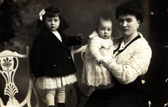 Nina, Luca, Olga 1916
