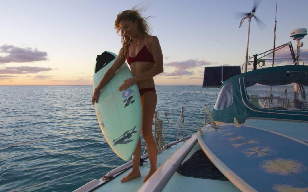 Swellvoyage: Una surfista una barca e un gatto, in navigazione solitaria dal 2006