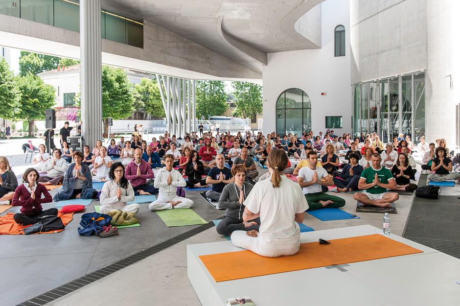 Fare Yoga al MAXXI di Roma: il museo nella vita quotidiana