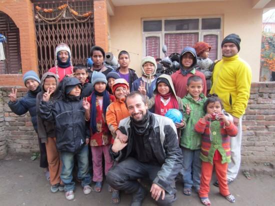 giro del mondo in moto- orfanotrofio Katmandu