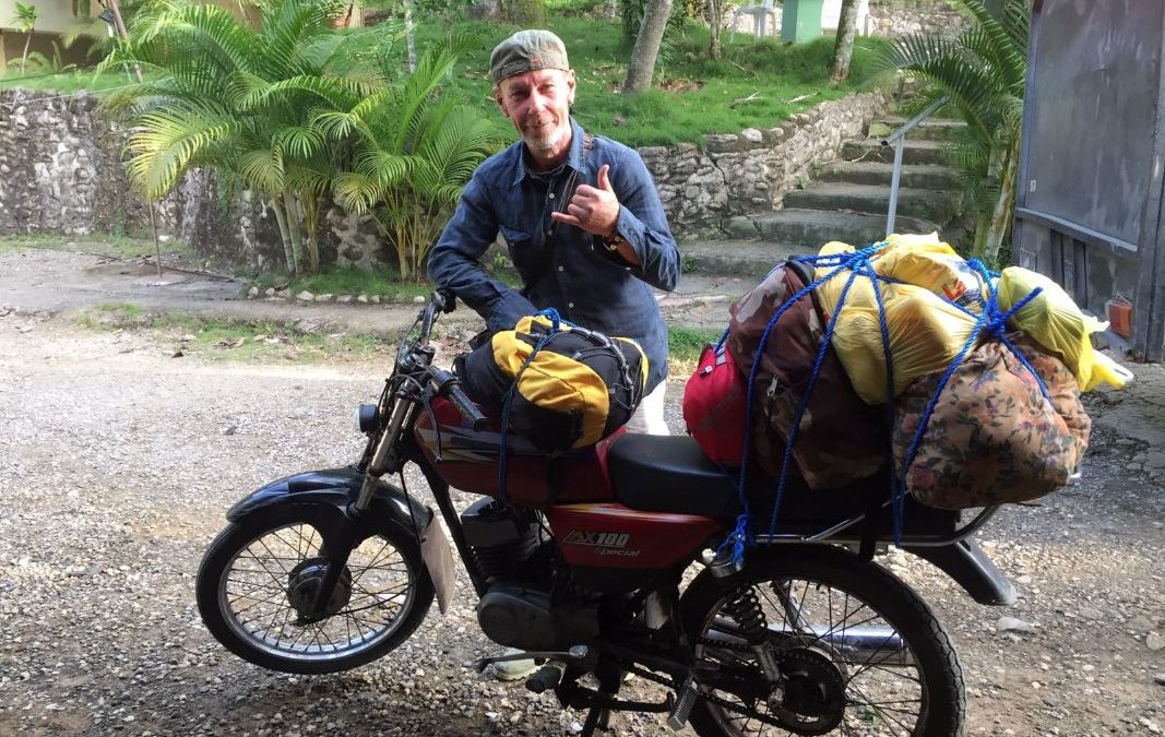 Riccardo il viaggiatore volontario che gira il mondo in moto