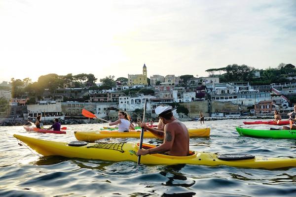 Aperitivo in Kayak a Napoli al tramonto con cena sulla spiaggia
