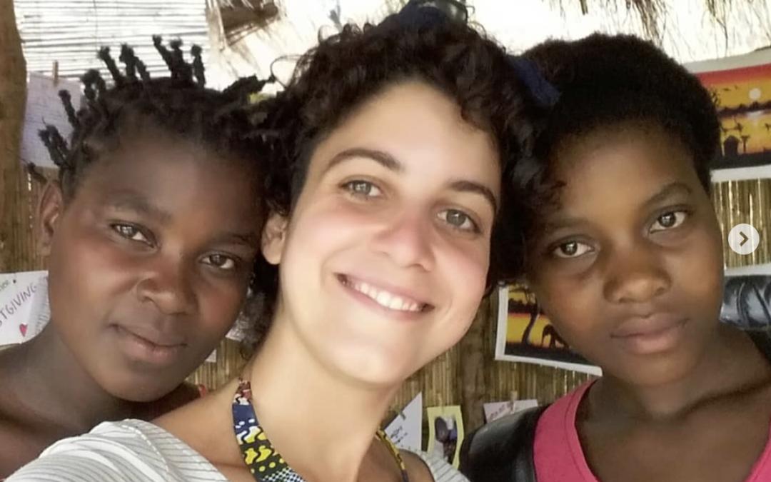 Arianna lascia il lavoro a Londra e va in Africa a fare volontariato