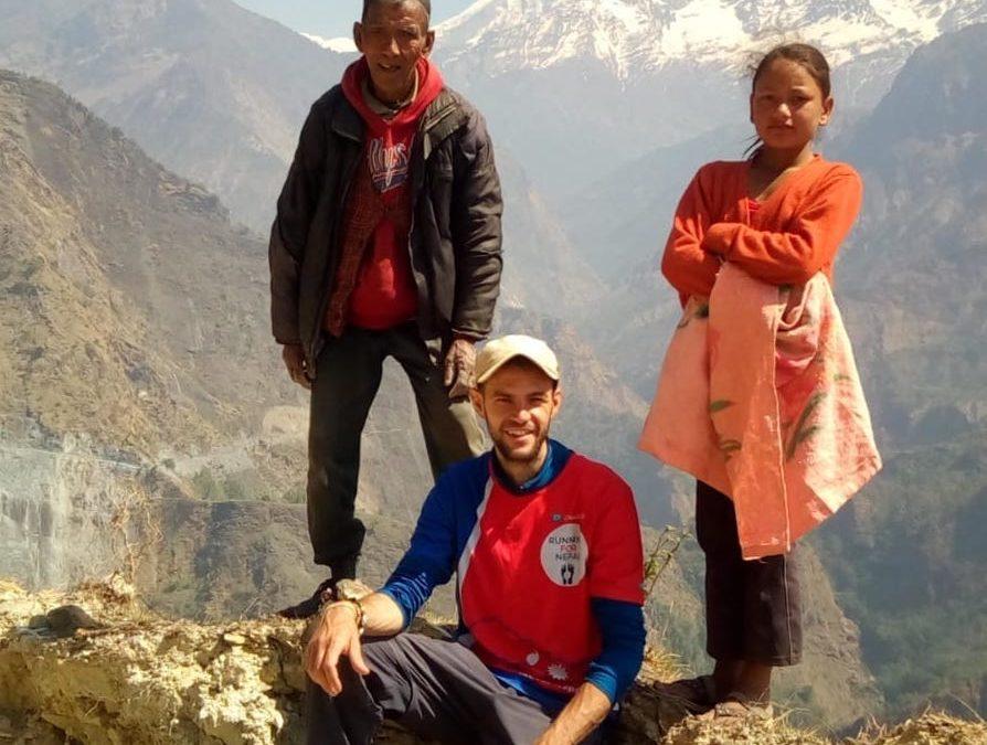 Mauro percorre il Nepal di corsa per raccogliere fondi per beneficenza
