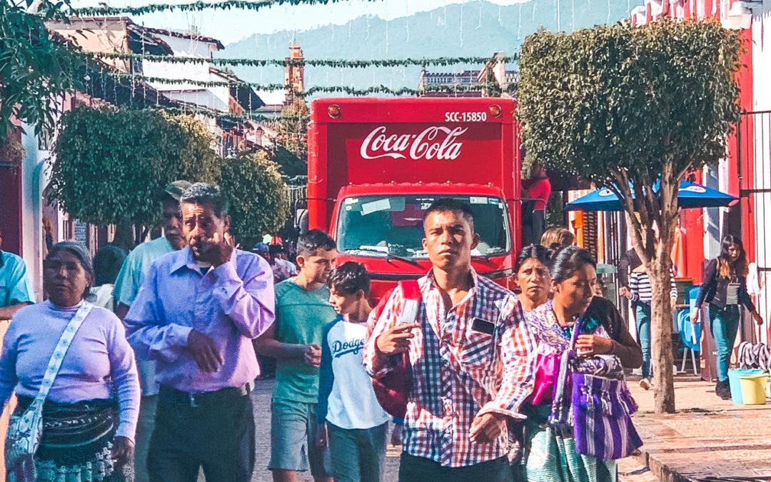 Chiapas: Coca Cola e spiritualità, come la bevanda sta uccidendo un popolo
